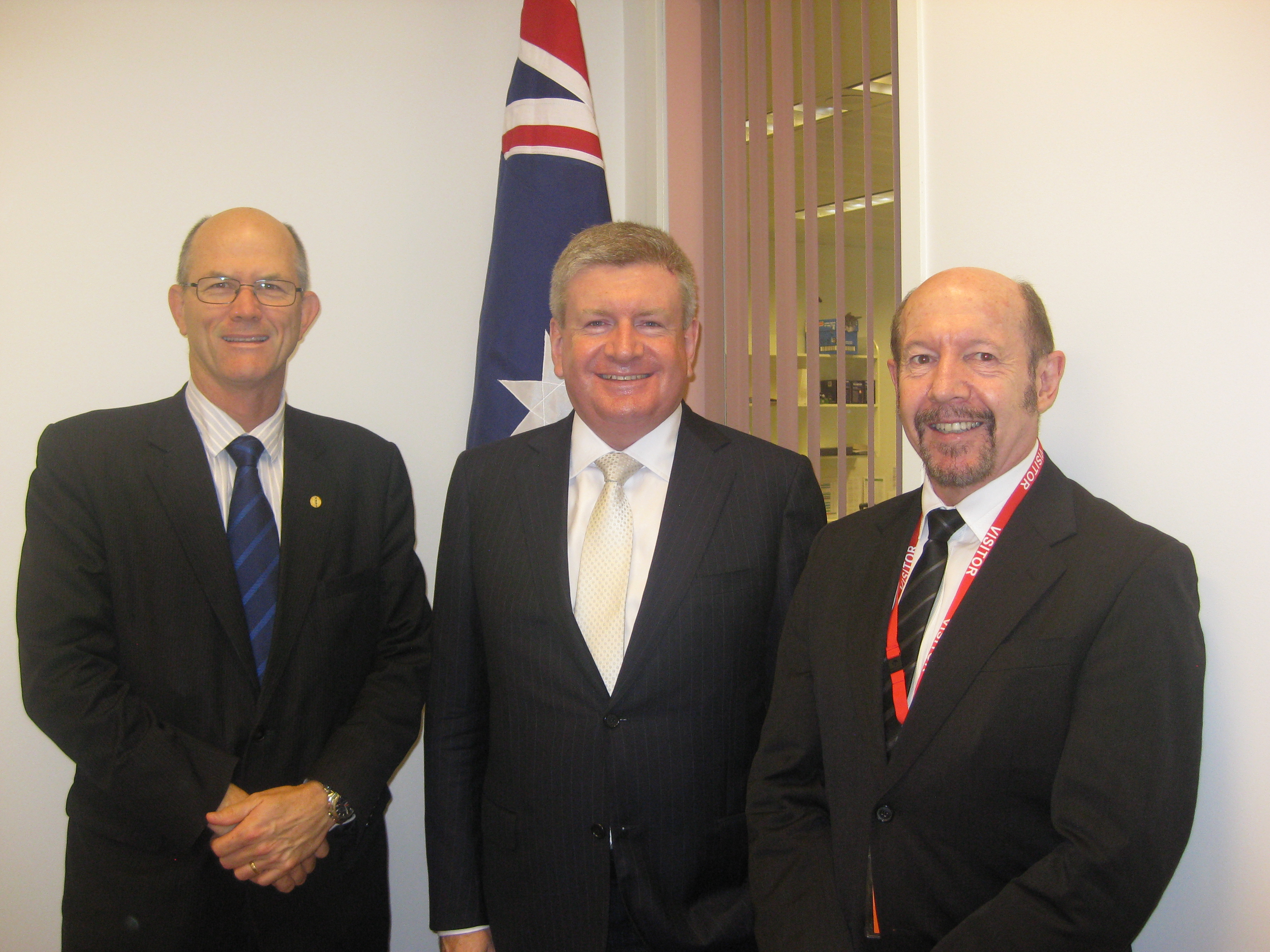 7142_dr_hambleton_with_minister_fified_and_ama_queensland_representative_dr_richard_kidd.jpg