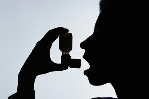 8098_asthmapuffer300x200.jpg