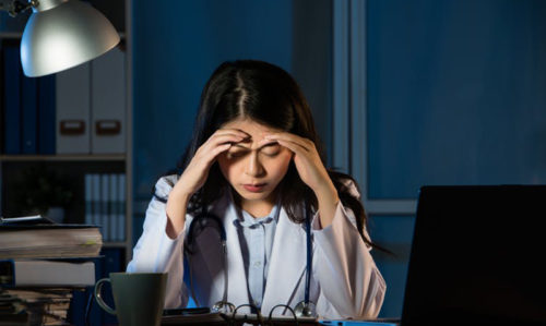 Why male and female doctors burn out differently - Featured Image